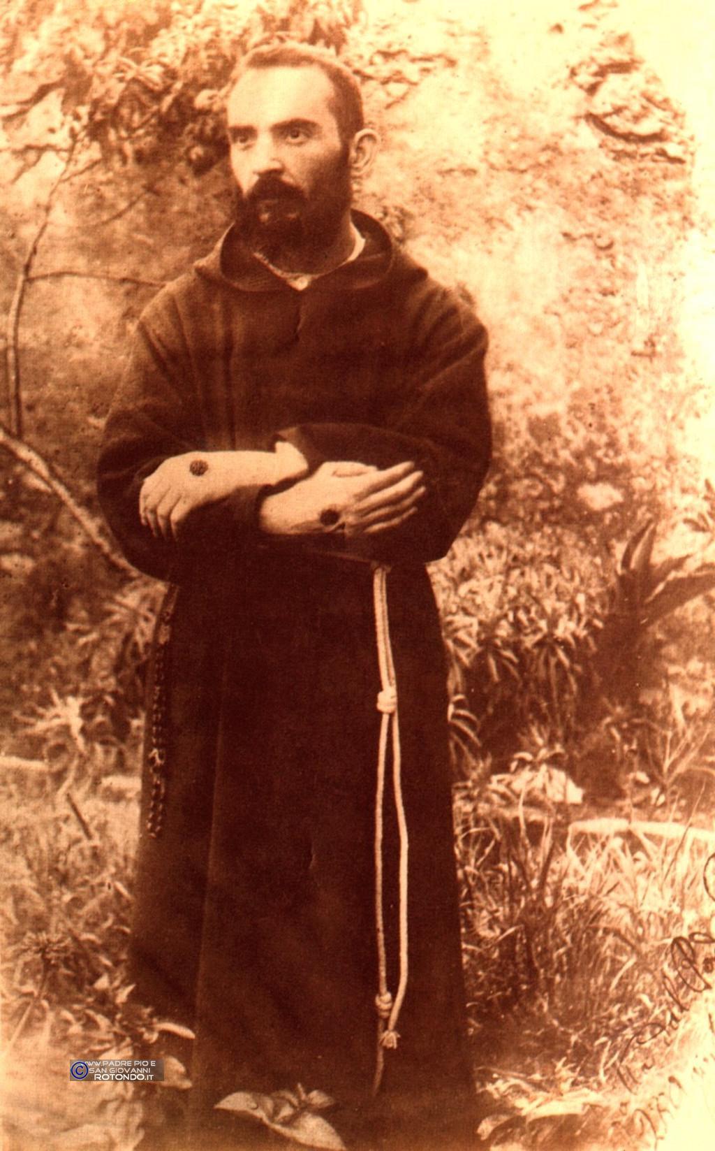 Padre Pio Costretto A Posare