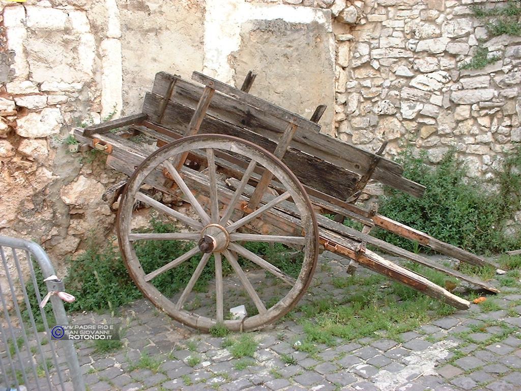 Un Vecchio Carro Posto All'accesso Della Sala