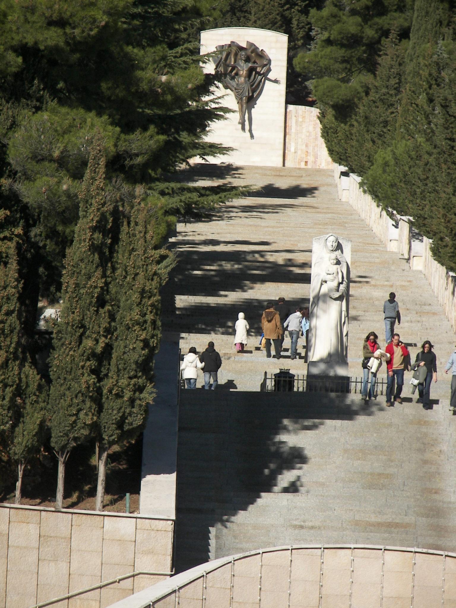 La Scalinata Della Via Crucis Di Francesco Messina